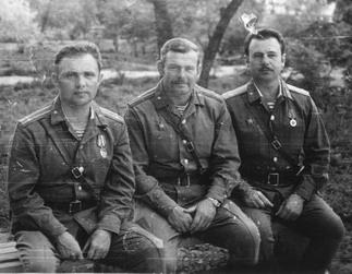 Зам. командира 357-го полка майор Виталий Забабурин (в середине).  Афганистан, Кабул, 1980г.